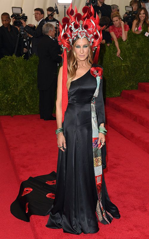 Сарах Jessica Parker in H&M and Philip Treacy