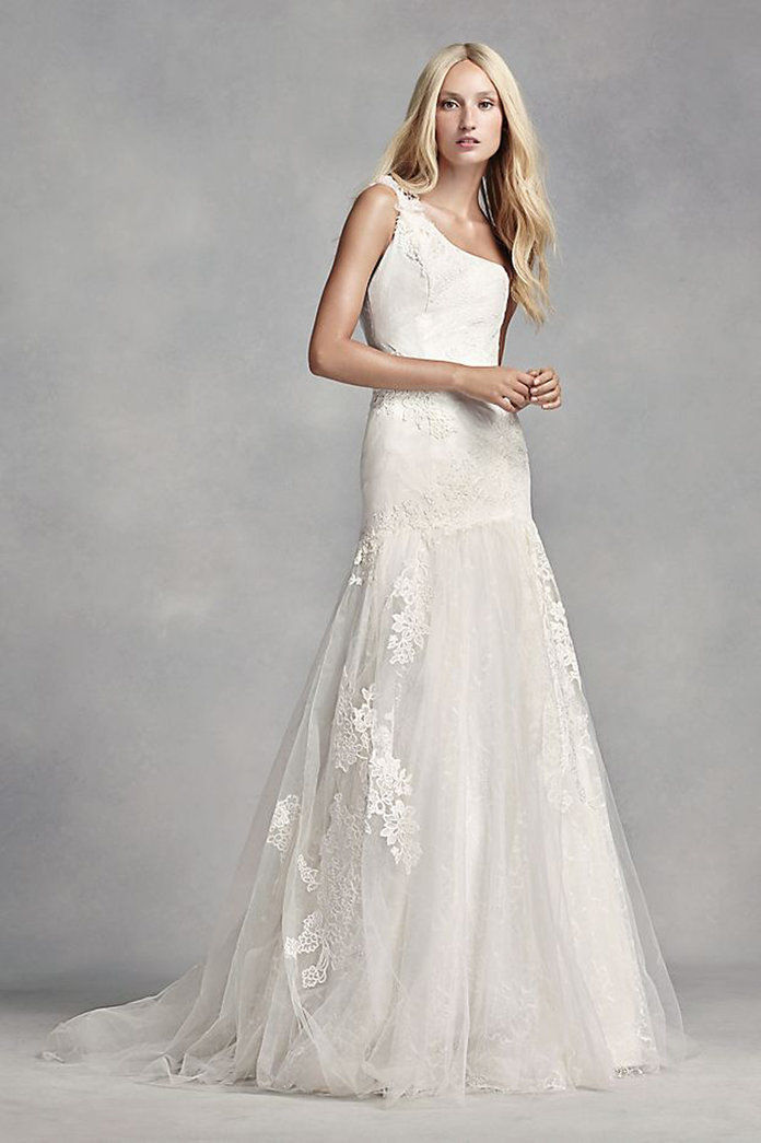 бео by Vera Wang One Shoulder Lace Wedding Dress