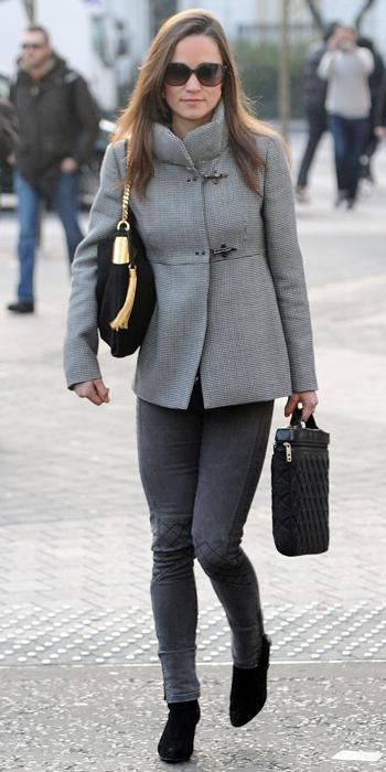 Пиппа Middleton - Fray coat, French Connection jeans, and Gucci 1970 bag
