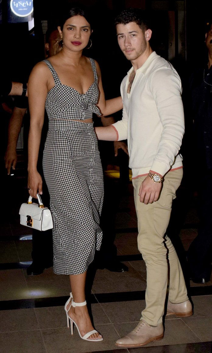 بوليوود Actor Priyanka Chopra And American Singer And Actor Nick Jonas In Mumbai